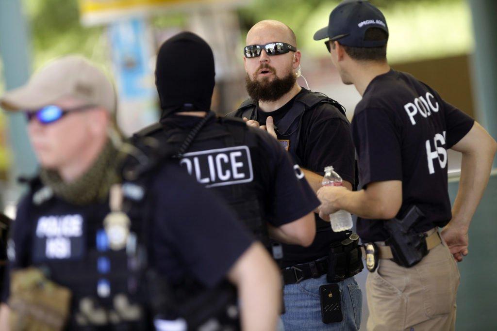 immigration agents arrest 114 - 1024×683