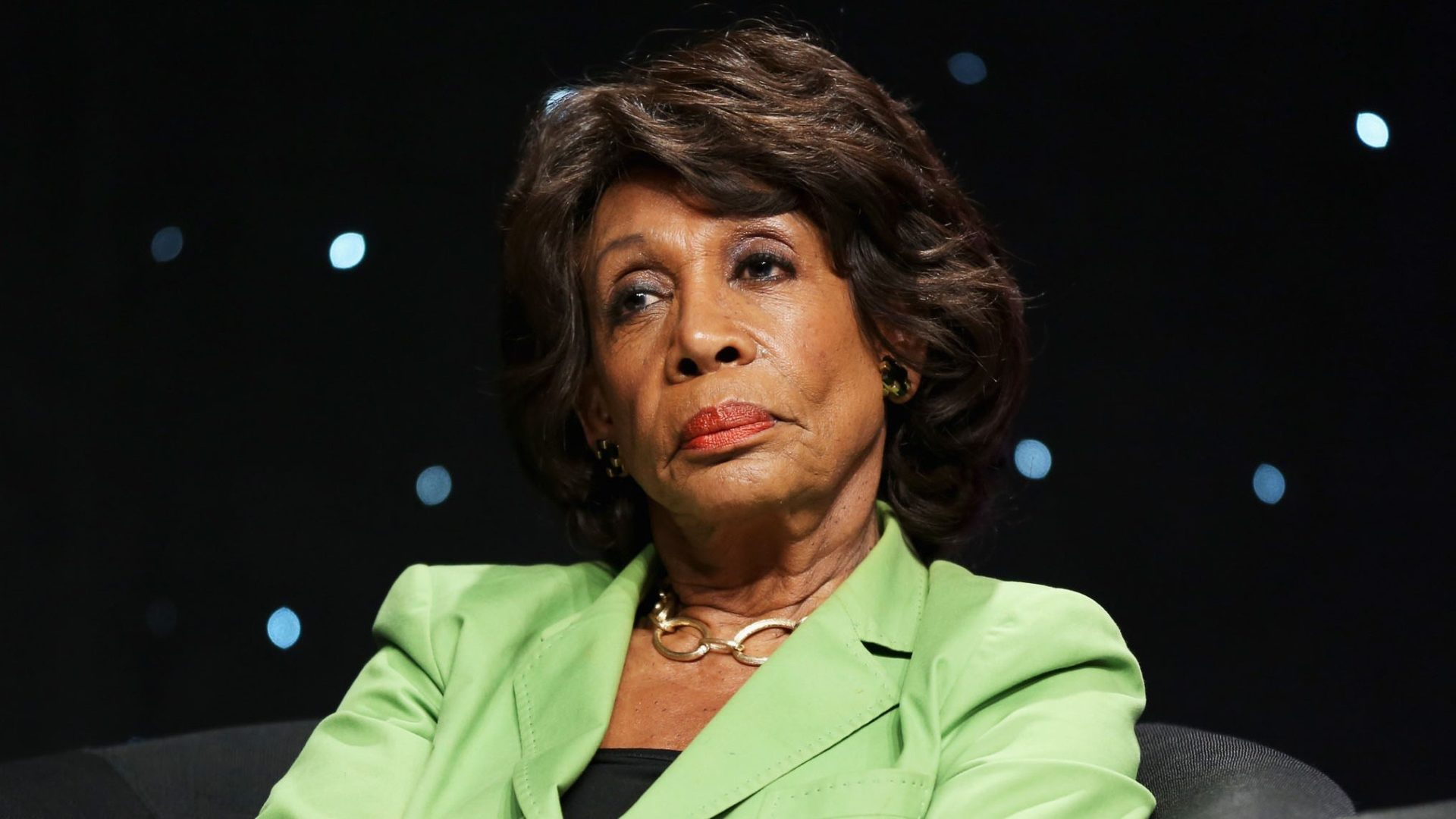 MAXINE WATERS Too dangerous to wait for 2020 to get Trump out of office VIDEO