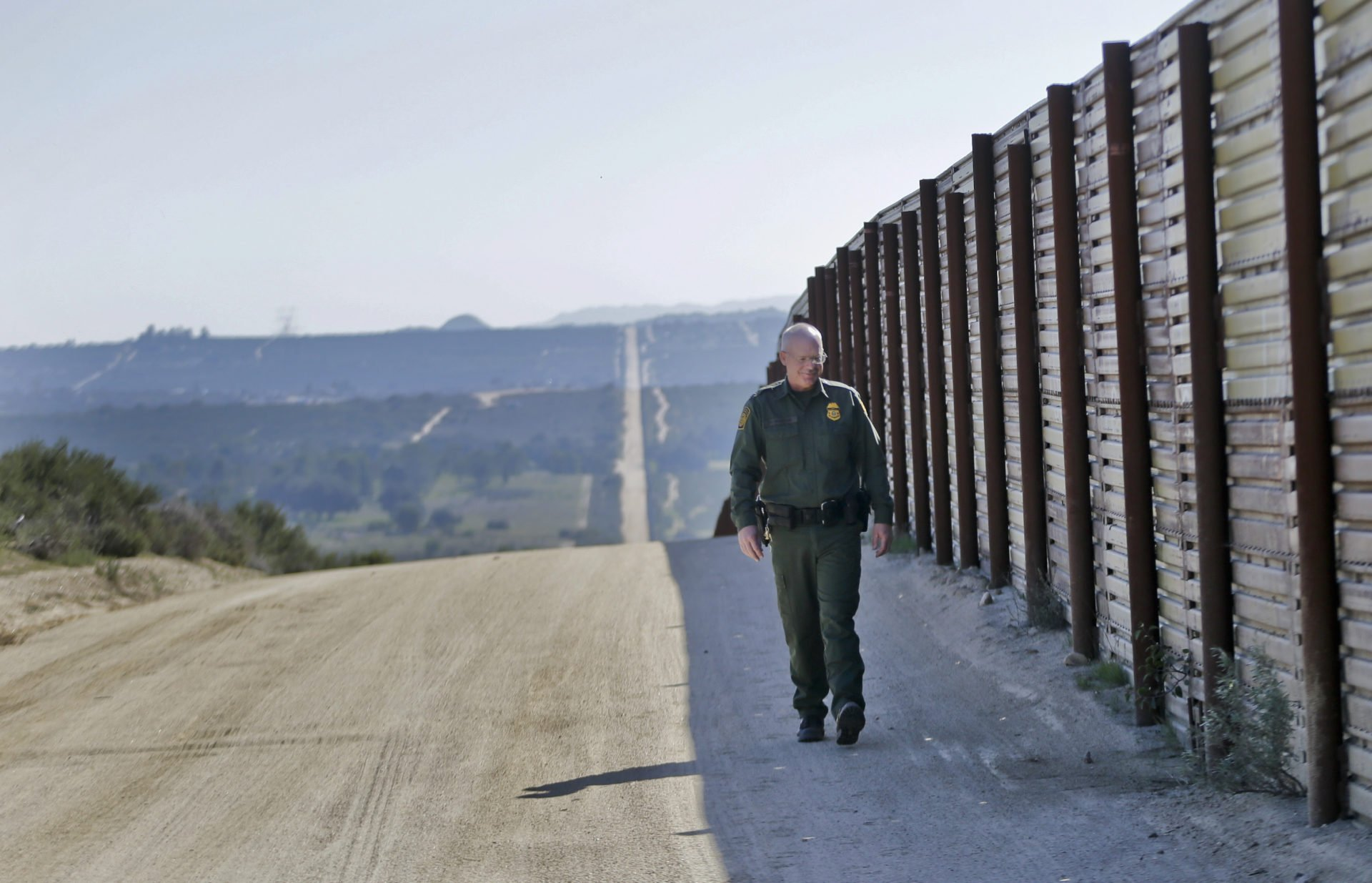 Study Trumps Border Wall Could Pay for Itself by Cutting Welfare to Illegal Immigrants VIDEO