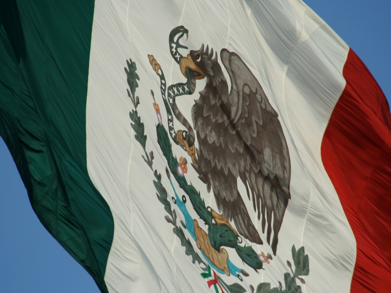 Mexican presidential hopeful campaigns in California slams Trump and backs illegal immigrants