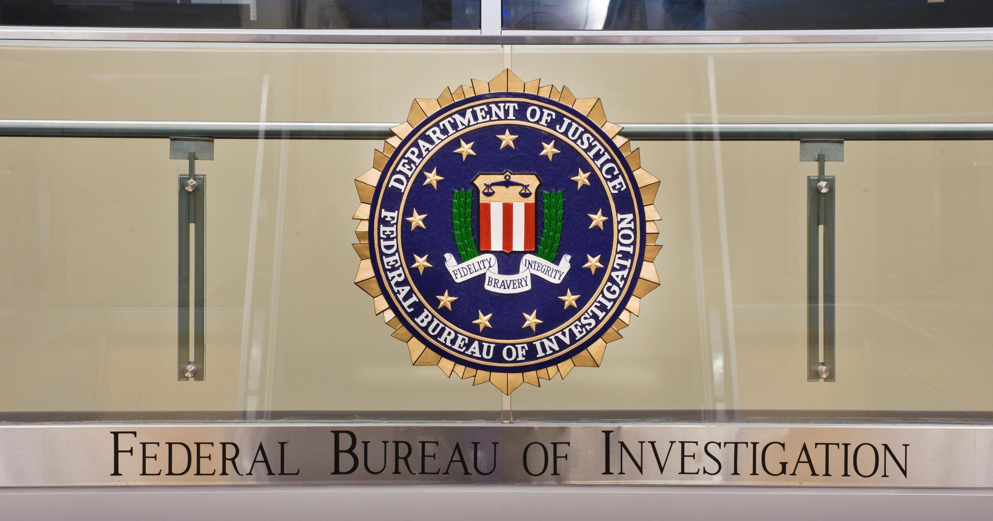 FBI employee pleads guilty to stealing 160000 from agency