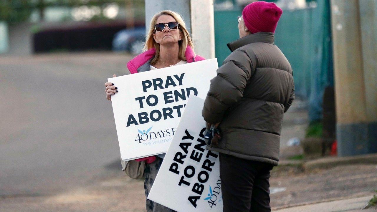 Judge temporarily blocks Mississippis 15week abortion ban