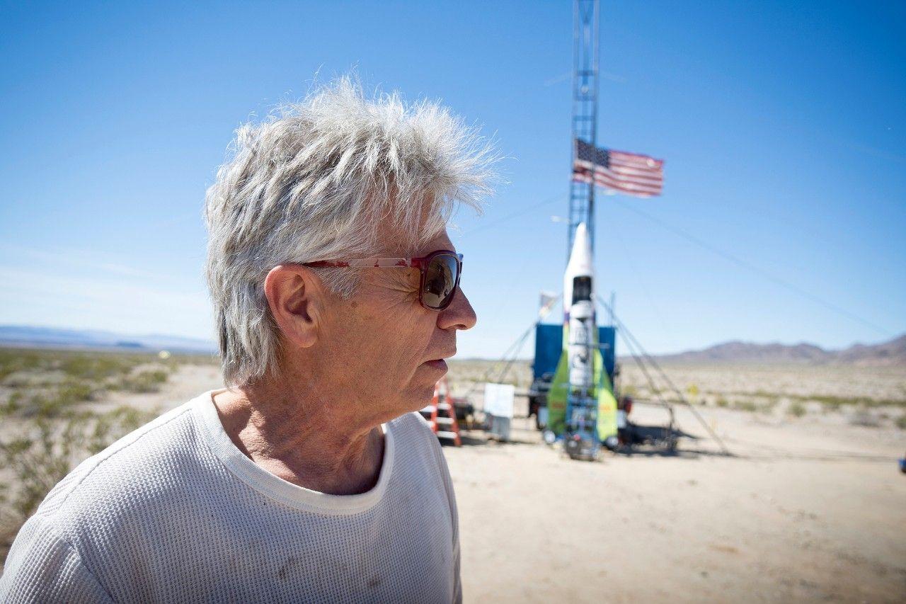 WATCH Selftaught rocket maker shoots himself 1875 feet to prove Earth is flat