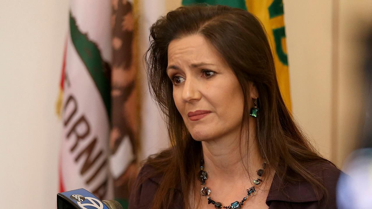 Trump says hes looking at Oakland mayor over ICE crackdown warning