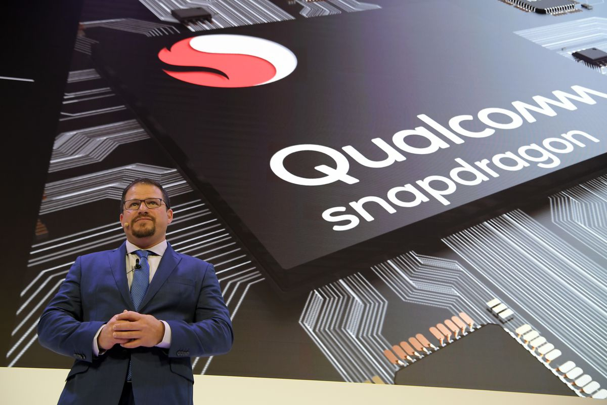 Trump blocks Broadcoms 117 billion takeover of Qualcomm with executive order