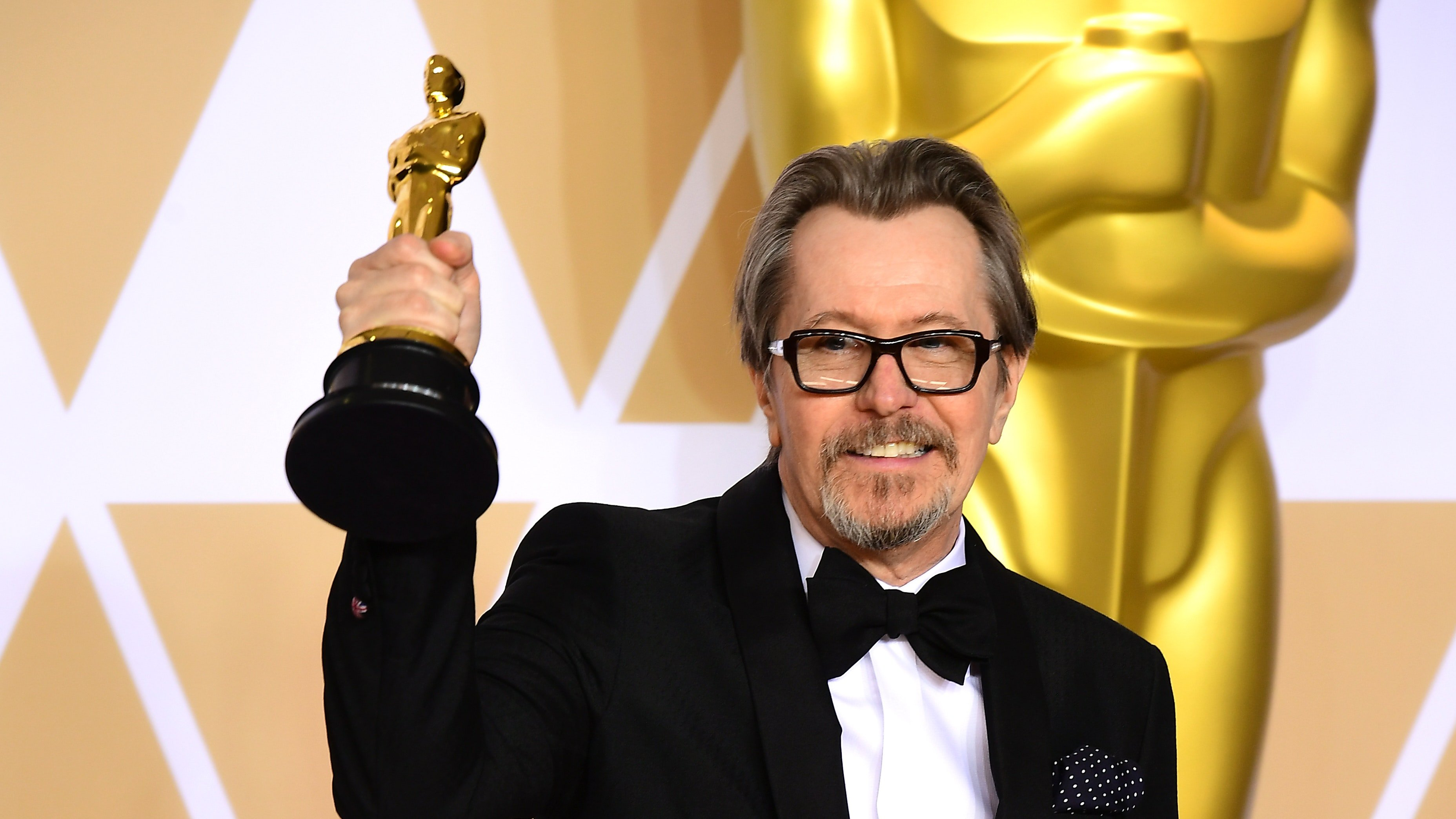 """Gary Oldman won Best Actor at the Academy Awards. But for some entertainment fans, the 59-year-old actor's win marks the """"Darkest Hour"""" of the #metoo era. WATCH:  Social media users are resurrecting allegations from Oldman's ex-wife in 2001.The Daily Beast reportedthat she said Oldman hit her """"in the face with the telephone receiver three …"""