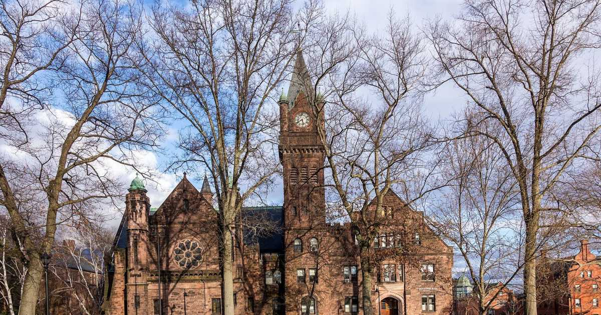 AllFemale Mount Holyoke College Cautions Professors Dont Assume Students Gender
