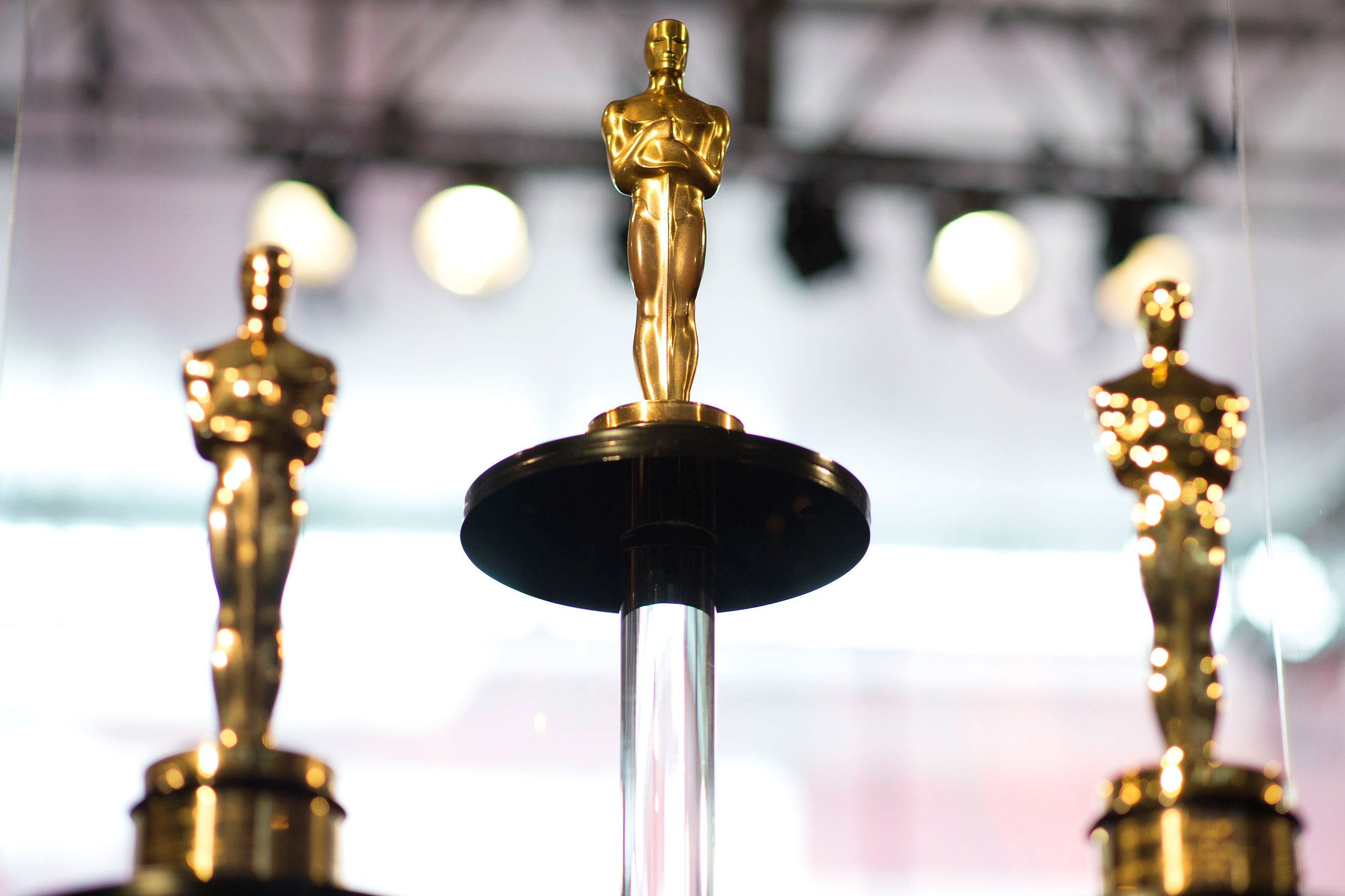 It was an Oscar do-over last night for host Jimmy Kimmel, producers Mike De Luca and Jennifer Todd and Best Picture presenters Warren Beatty and Faye Dunaway. Following last year's Envelopegate, which led to Beatty and Dunaway inadvertently announcing a wrong Best Picture winner, the quartet's second go-around went without a hitch. The good news …