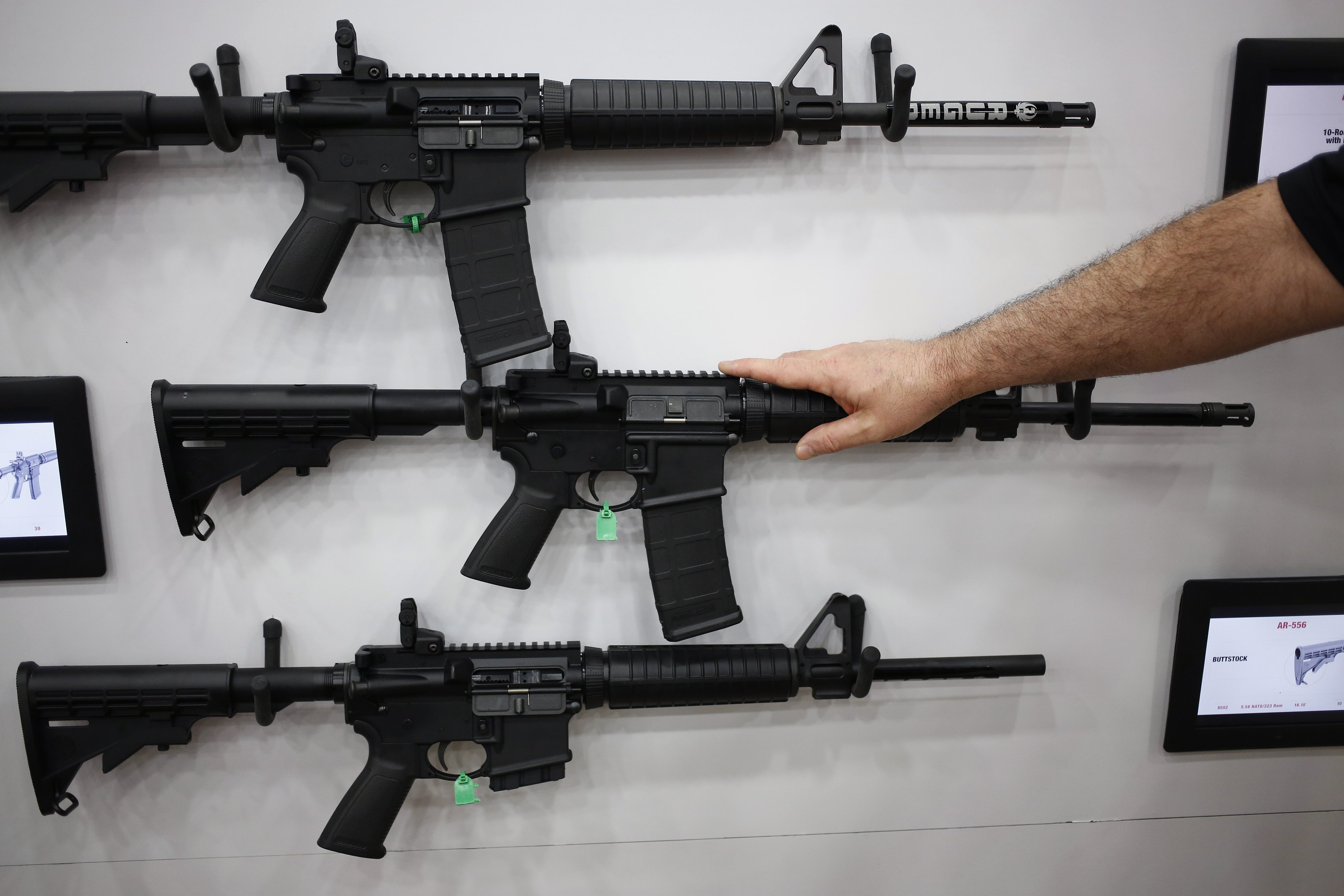 Illinois Bill Ordering Gun Owners to Turn in or Transfer Ownership of Assault Rifles Passes State House
