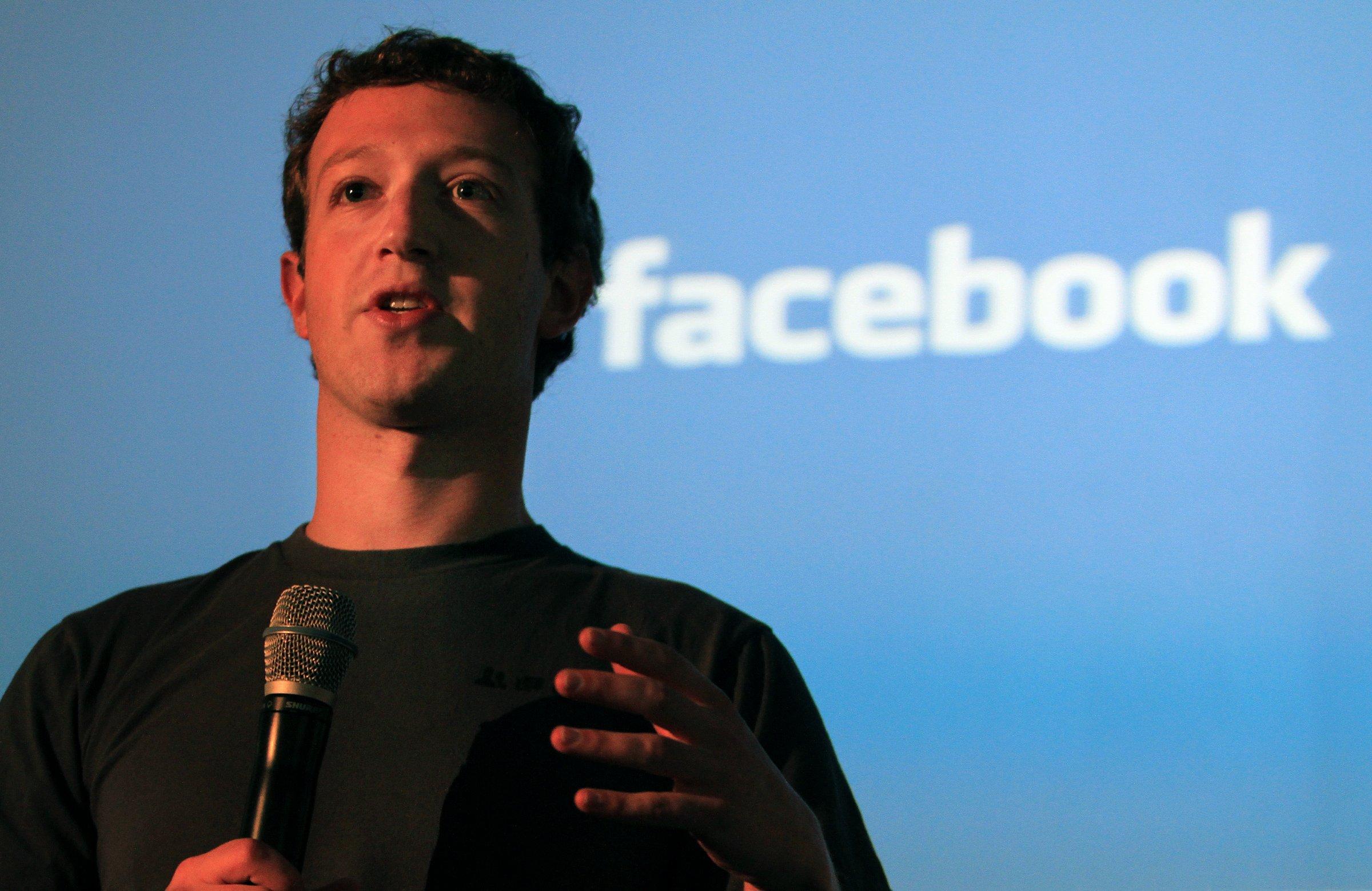 Zuckerberg Sandberg silence during Facebook scandal like putting gasoline on the fire