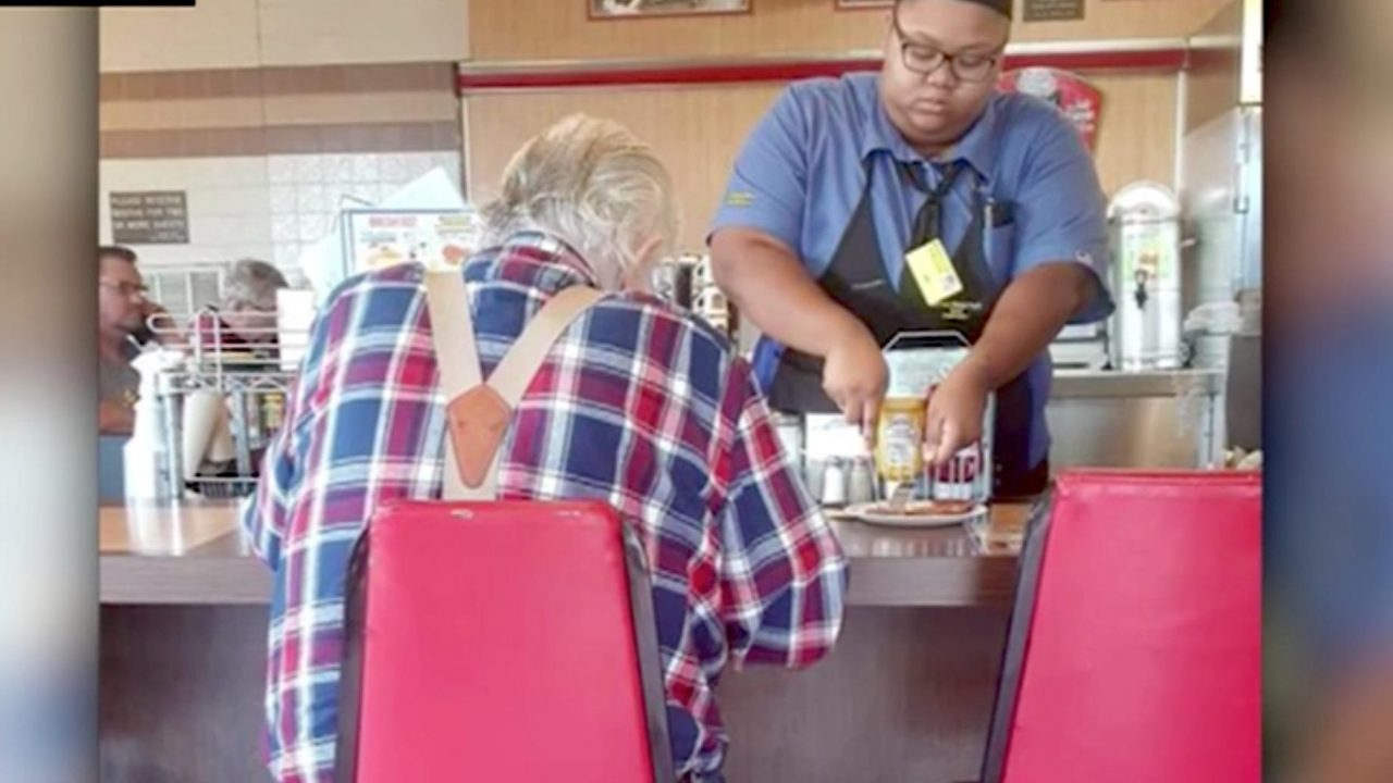 Act of simple kindness by a Texas waitress goes viral  and she got a big surprise VIDEO